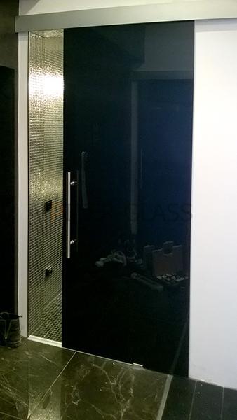 пример реализованной душевой перегородки от компании Piter-Glass